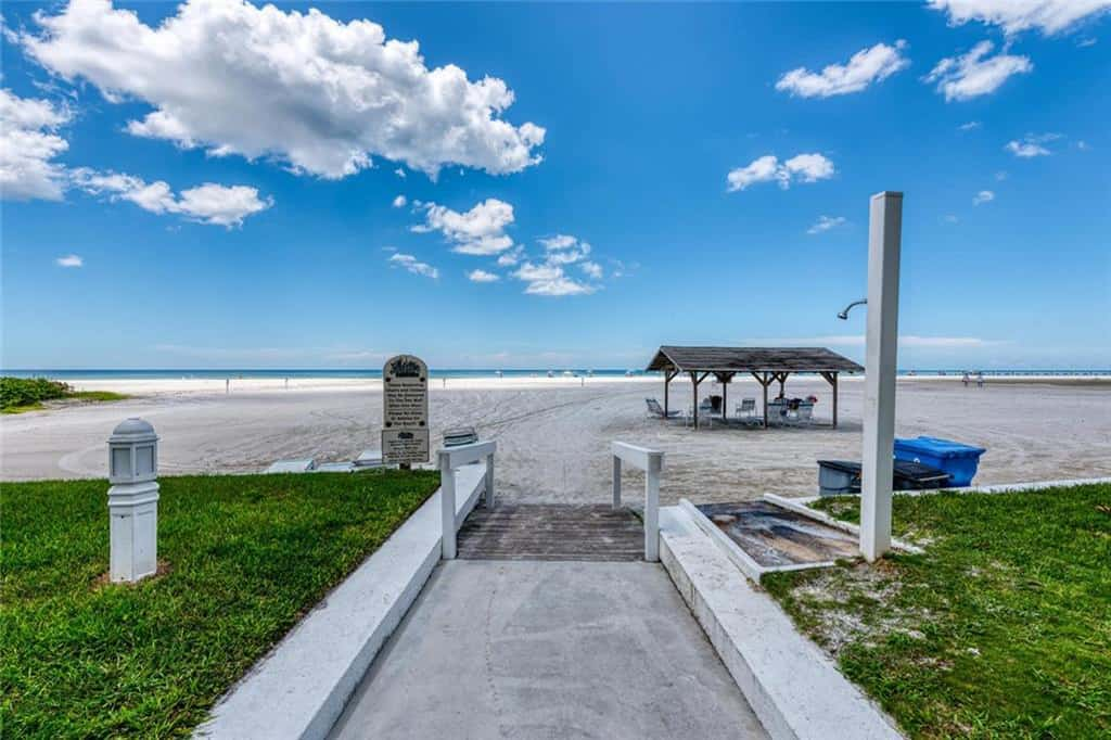 Jamaica Royale Condos in Siesta Key - Sarasota, FL. - Beach Access
